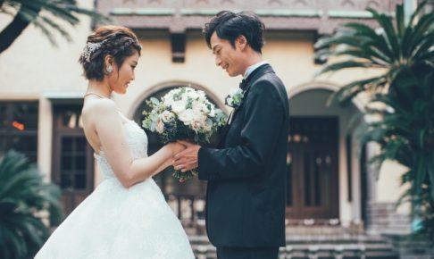 結婚式の二次会の開催を迷う新郎新婦