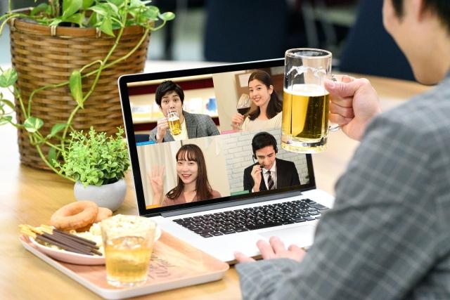 オンライン飲み会で乾杯